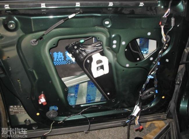 路虎汽车音响机头换装歌乐HX D2高清图片