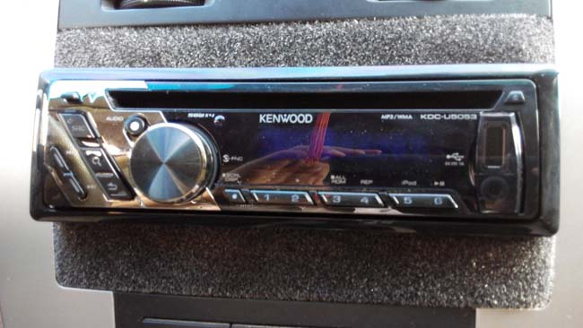 长城腾翼c30改装图_08款赛拉图改装建伍CD主机KDC-U5053支持iPhone_建伍Kenwood_改装实例_